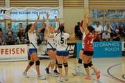 Am Sonntag bestreiten die Frauen von Volley Toggenburg ihr erstes Meisterschaftsspiel der Saison 2018/19. Wenn es möglichst viel zu jubeln gibt, sollte das Zwischenziel Finalrunde machbar sein. Fernziel bleibt die Rückkehr in die Nationalliga A. (Bild: Reinhard Kolb)