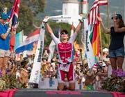 Daniela Ryf nach ihrem dritten Ironman-Sieg auf Hawaii. (Bild: Bruce Omori/EPA (Kailua-Kona, 14. Oktober 2017))