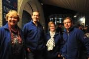 Sie bewirten die Gäste: Heidi Bissig, Urs Baumann, Jasmin Frauenknecht und Jean-Claude Bissig. (Bild: Charlotte Kehl)