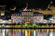 Macht nicht nur wegen den farbigen Fenstern von sich reden: Das Hotel Schweizerhof in Luzern. (Bild: PD)