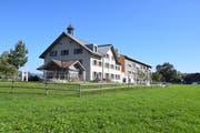 Das Wohn- und Pflegeheim Lindenbaum zwischen Zuzwil und Züberwangen bietet seit dem Umbau und der Erweiterung 46 betagten Personen ein Zuhause. Bild: Lara Wüest