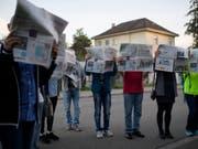 Angestellte der Firma Presto bei einer Protestaktion. Sie und andere Angestellte im Postmarkt erhalten künftig mindestens 18.27 Franken in der Stunde. Die Gewerkschaften hatten einen höheren Mindestlohn gefordert. (Bild: KEYSTONE/GIAN EHRENZELLER)