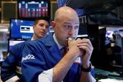 Börsenspezialisten beobachten besorgt die Entwicklung der Aktienkurse. (Bild: Richard Drew/AP Photo, New York, 11. Oktober 2018)