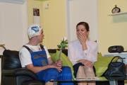 Theater 2018: Tante Romy (Petra Loretz) hat soeben Michi Lustig (Christian Jauch) kennen gelernt. (Bild: PD, Bristen, 22. Februar 2018)