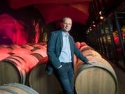 Seit 2014 im Visier der Justiz: Der Walliser Winzer Dominique Giroud in den Kellern der Weinkellerei Château Constellation (früher Giroud Vins) in Sitten. (Bild: Keystone/OLIVIER MAIRE)