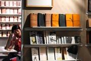 An der Frankfurter Buchpresse werden auch Preise an Bücher aus Selbstkostenverlägen verliehen. (Bild: Armando Babani/EPA)