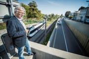 Stadtrat Ernst Zülle steht auf der Brücke beim Helvetiaplatz. Der Steg würde von hier nach Klein Venedig führen. (Bild: Reto Martin)