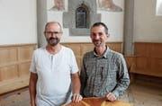 Zwei der vier Initianten, die mehr Kultur in die Region bringen wollen, sind Pfarrer Rolf Bärtsch (links) und Mesmer Adrian Göldi. (Bild: Gert Bruderer)