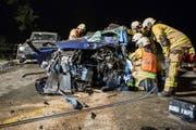 Das völlig demolierte Auto der 27-jährigen Autolenkerin nach der Frontalkollision.