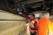 Bei einer Kontrolle im Schwerverkehrszentrum in Erstfeld wurde bei einem Lastwagen unter anderem technische Mängel registriert. (Symbolbild: Urs Hanhart)