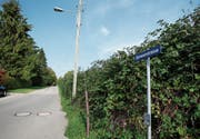 Die Gimenenstrasse soll öffentlich erklärt und damit der Eigentümer materiell enteignet werden. (Bild: Stefan Kaiser (Zug, 9. Oktober 2018))