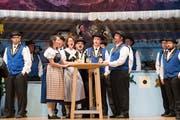 Der Jodelclub Bärgfründe probt in der Mehrzweckhalle für das Singspiel Eigenthaler Bärgchöuibi. (Bild: Eveline Beerkircher (Schwarzenberg, 9. Oktober 2018))
