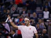 Roger Federer darf sich in Schanghai von den Fans nach seinem Gala-Auftritt feiern lassen (Bild: KEYSTONE/AP/ANDY WONG)