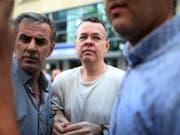 Der US-Pastor Andrew Brunson kommt nach zwei Jahren in türkischer Haft frei. (Bild: KEYSTONE/AP/EMRE TAZEGUL)