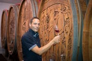 Roman Rutishauser führt sein Weingut in Thal in dritter Generation. (Bild: Ralph Ribi)