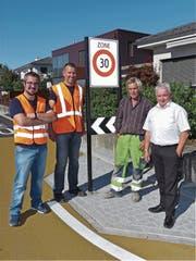 Michael Bühler, Guido Seiz, Pius Meyer und Gemeindepräsident Roland Wälter (v.l.) eröffneten gemeinsam die neue Tempo-30-Zone Stockstrasse und Gmeindstrasse in Diepoldsau. (Bild: Ulrike Huber)