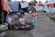 Kinder spielen im Flüchtlingscamp Moira. (Bild: Milos Bicanski/Getty (24. September 2018))