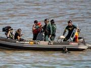 Nach den Unwettern auf Mallorca suchen Rettungskräfte im Osten der Insel im Meer nach Vermissten. (Bild: KEYSTONE/EPA EFE/CATI CLADERA)