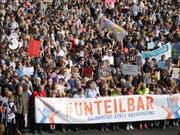 Rund 242'000 Menschen sind in Berlin zu einer Demonstration gegen Rassismus bis Samstagnachmittag gekommen. (Bild: KEYSTONE/AP/Markus Schreiber)