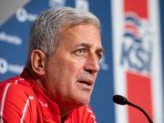 Der Schweizer Nationaltrainer Vladimir Petkovic gibt am Tag vor dem Match gegen Island den Medien Auskunft (Bild: KEYSTONE/ENNIO LEANZA)