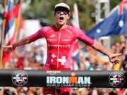 Daniela Ryf pulverisiert bei ihrem vierten Ironman-WM-Titelgewinn ihren eigenen Streckenrekord von 2016 um über 20 Minuten (Bild: KEYSTONE/FRE 132414 AP/MARCO GARCIA)