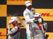 Von links nach rechts: Hockenheim-Sieger René Rast aus Deutschland, der britische DTM-Gesamtsieger Gary Paffett und der Berner Nico Müller (Bild: KEYSTONE/APA/APA/ERWIN SCHERIAU)