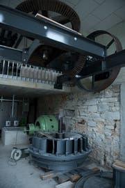 Die Teile der alten Wasserturbine bleiben als Andenken an die Steinermühle erhalten. (Bild: Corinne Glanzmann (Alberswil, 11. Oktober 2018))
