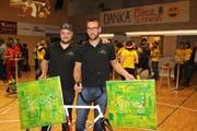 Roman Schneider (links) und Dominik Planzer sind in der Kategorie «Team des Jahres» nominiert. (Bild: Paul Gwerder, Altdorf, 3. Dezember 2017)