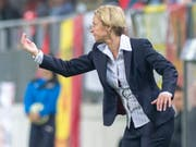 Martina Voss-Tecklenburg gibt Anweisungen. (Bild: KEYSTONE/MARCEL BIERI)