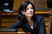Die Zürcher FDP-Nationalrätin Regine Sauter verfolgt eine Debatte im Nationalrat. (Bild: KEYSTONE/Peter Klaunzer)