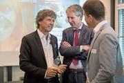 Globetrotter-CEO André Lüthi (links) und Luzerner Tourismusdirektor Marcel Perren (Mitte) am Zentralschweizer Tourismustag am Montag. Bild: Nadia Schärli (Luzern, 15. Oktober 2018)