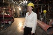Madeleine Stöckli, CEO von B. Braun, bei einer Baustellenbesichtigung der inzwischen fertiggestellten Produktionshalle in Escholzmatt. Bild: Eveline Beerkircher (19. Mai 2016)