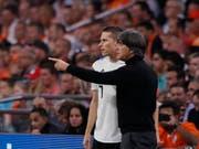 Gewaltig unter Druck: Deutschlands Coach Joachim Löw und Nationalspieler Julian Draxler (Bild: KEYSTONE/AP/PETER DEJONG)