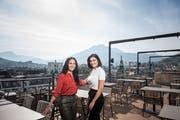 Hülya Sezer mit ihrer Tochter Sidal auf der Dachterrasse ihres neuen mexikanischen Restaurants. (Bild: Roger Grütter, 16. Oktober 2018)