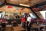 Hülya Sezer mit ihrer Tochter Sidal Sezer in ihrem neuen mexikanischen Restaurant. Das Restaurant befindet sich im Dachgeschoss vom Hotel Monopol in Luzern. (Bild: Roger Grütter, 18. Oktober 2018)
