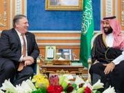 US-Aussenminister Mike Pompeo bei Kronprinz Mohammed bin Salman am Dienstag in Riad. (Bild: Keystone/EPA SAUDI ROYAL PALACE/BANDAR ALGALOUD HANDOUT)