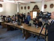 Das Medieninteresse an Hans Wickis Pressekonferenz ist gross. (Bild: Oliver Mattmann, Stans, 17. Oktober 2018)