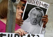 Ein Foto des mutmasslich ermordeten Journalisten Jamal Kashoggi. Bild: Jacquelyn Martin/AP (Washington, 10. Oktober 2018)