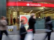 Cum-Ex-Skandal zieht weitere Kreise: Medienermittlungen zu Folge laufen auch Untersuchungen gegen die spanische Grossbank. (Bild: KEYSTONE/AP/MARK LENNIHAN)