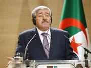 Gesellschaftlicher Fortschritt: Algeriens Ministerpräsident Ahmed Ouyahia verkündet am Donnerstag ein Burkaverbot für Frauen an Arbeitsplätzen in seinem Land. (Bild: KEYSTONE/AP/ANIS BELGHOUL)