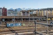 Auf dem Areal Rösslimatt neben dem Luzerner Güterbahnhof ruhte eine der Haupt-Hoffnungen des Stadtrats für die wirtschaftliche Entwicklung. Doch wann der geplante Bürokomplex realisiert wird, ist völlig offen. Bild: Nadia Schärli (26. Oktober 2017)