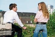 Joel Basman als Mordechai Wolkenbruch und seine Studentenliebe Laura (Noémie Schmidt). (Bild: DCM Film)