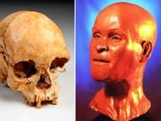 Wissenschaftler haben nach dem Grossbrand im Nationalmuseum in Rio de Janeiro Teile eines weltbekannten 12'000 Jahre alten Menschen-Skeletts aus den Trümmern gerettet. Der Schädel des Urmenschen «Luzia» sei fast vollständig erhalten. Die Skulptur einer Rekonstruktion wurde jedoch verbrannt. (Bild: KEYSTONE/AP Museu Nacional Brasil)