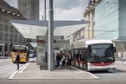 Am 9. Dezember wird auf dem Stadtsanktgaller Busnetz Vieles neu. Unter anderem auch die Standorte der Busse und Postautos auf dem umgebauten Bahnhofplatz. (Bild: Hanspeter Schiess - 24. Mai 2018)