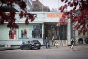 Der Hintereingang zum Neumarkt 1 und 2 am Vadianplatz. Hier entsteht ein neues Restaurant mit beheiztem Wintergarten. (Bild: Ralph Ribi - 21. Oktober 2018)