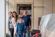 Familie Schnider im Glück: Luca, Loredana, Kay und Walter Vater eröffnen in der ehemaligen Wey-Bäckerei einen Take-away. Bild: Nadia Schärli (Luzern, 22. Oktober 2018)