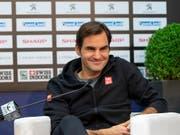 Gut gelaunt vor dem Heimturnier: Roger Federer (Bild: KEYSTONE/GEORGIOS KEFALAS)