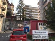 Einsatzkräfte an der Wesemlinstrasse in Luzern. (Bild: Leserreporter)