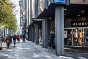 In einem noch zu definierenden Rayon sollen in Luzern längere Öffnungszeiten gelten. Ob auch die Pilatusstrasse mit der Globus-Filiale dazugehört? (Bild: Nadia Schärli (23. Oktober 2018, Luzern))