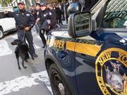Amerikanische Sicherheitskräfte haben am Donnerstag den Fund weiterer Briefbomben bekanntgegeben. (Bild: KEYSTONE/AP/MARY ALTAFFER)